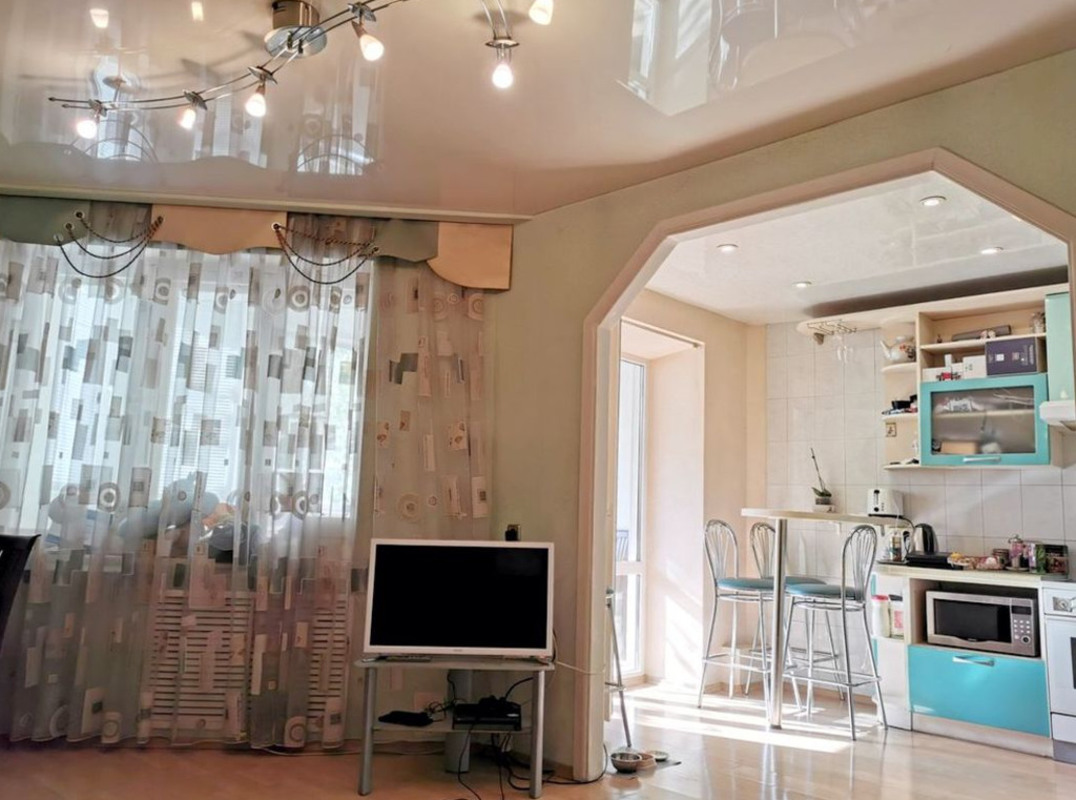 продам 4-комнатную квартиру Днепр, ул.Комсомольская , 38 - Фото 1